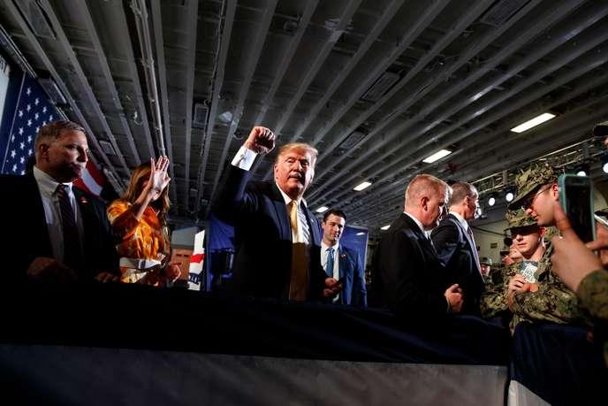 Le président américain Donald Trump s'est envolé en hélicoptère pour une base navale américaine, dernière étape d'une visite au Japon.