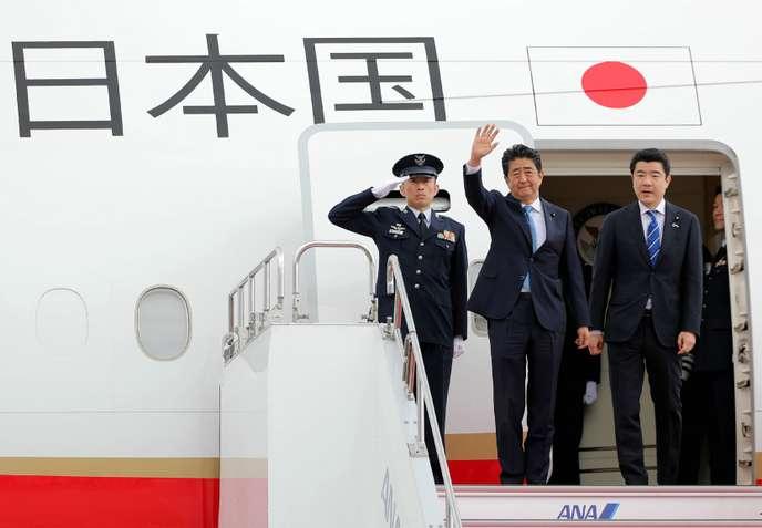 Le départ du premier ministre japonais Shinzo Abe (au centre) pour l'Iran le 12 juin 2019, à Tokyo.