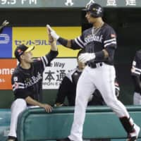 The Hawks' Yurisbel Gracial (right) is congratulated by pitcher Kodai Senga after hitting a solo homer in the eighth inning against the Lions on Thursday at MetLife Dome. Fukuoka SoftBank beat Seibu 3-2.