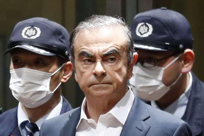 L'ancien patron de Renault-Nissan le 25 avril 2019 alors qu'il quittait le centre de détention de Tokyo.
