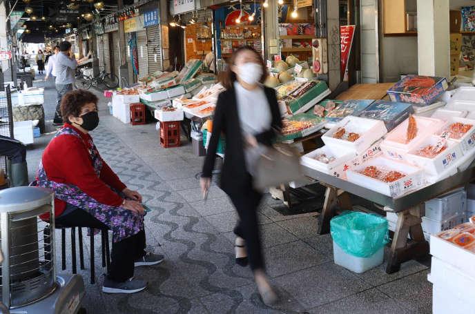 Sur un marché japonais de Sapporo (Hokkaido), le 15 mai.