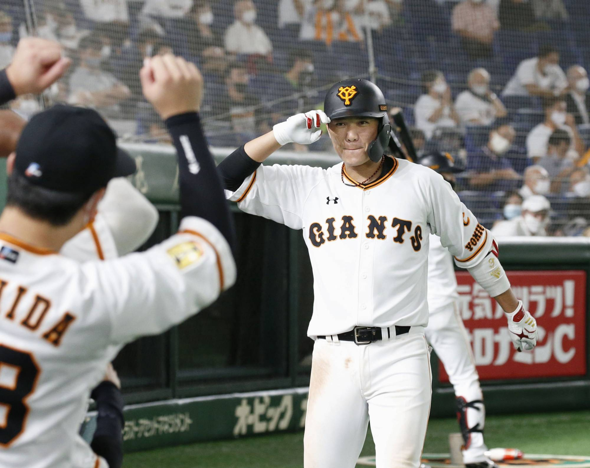 The Giants' Hayato Sakamoto celebrates after his home run against the Swallows in the eighth inning Friday. | KYODO
