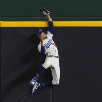 Dodgers right fielder Mookie Betts robs the Braves' Freddie Freeman of a home run during the fifth inning in Game 7 of the NLCS on Sunday in Arlington, Texas. | AP