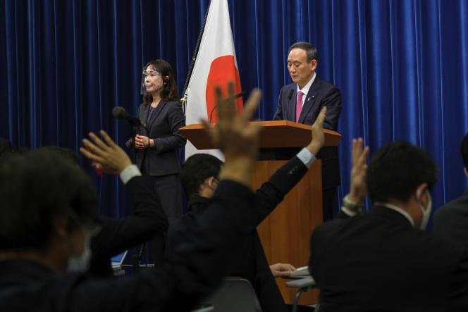 Le chef du gouvernement japonais, Yoshihide Suga, lors d'une conférence de presse sur la crise sanitaire, à Tokyo, le 25 décembre.