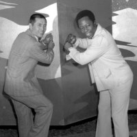 Hank Aaron and Sadaharu Oh pose for photos at a Tokyo hotel in November of 1974. | KYODO