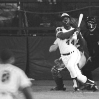The Braves' Hank Aaron set a new MLB record with the 715th home run of his career in Atlanta on April 8, 1974. | AP / VIA KYODO