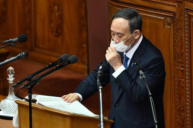 Le premier ministre japonais Yoshihide Suga présente laréforme de la législation sur la santé publique au Parlement, à Tokyo, le 18 janvier.