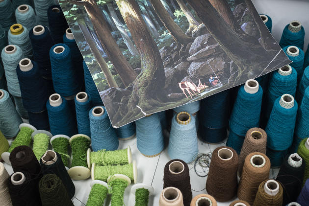 Cent cinq nuances de couleur ont été créées par Delphine Mangeret, l'artiste qui a réalisé le «carton» de la tapisserie, sorte de réplique en papier où sont consignés les motifs et les couleurs de l'œuvre.