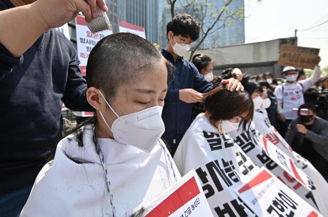 Manifestation contre la décision de rejeter dans le Pacifique l'eau traitée de la centrale nucléaire de Fukushima Dai-ichi, à Séoul, le 20 avril.