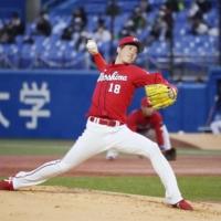 Carp starter Masato Morishita pitches against the Swallows on Tuesday at Jingu Stadium. | KYODO