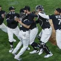 The White Sox celebrate after a no-hitter by starter Carlos Rodon (center) against the Indians in Chicago on Wednesday. | USA TODAY / VIA REUTERS