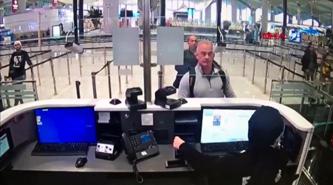 L'ancien membre des forces spéciales américaines, Michael Taylor, et le Libanais George-Antoine Zayek, à l'aéroport d'Istanbul, le 30 décembre 2019.