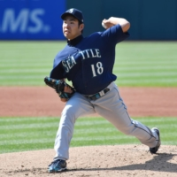 Mariners starter Yusei Kikuchi pitches against the Indians on Saturday in Cleveland. | USA TODAY / VIA REUTERS