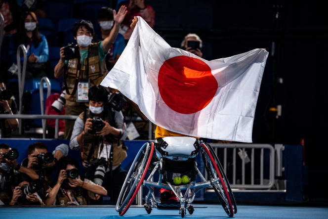 Le Japonais Shingo Kunieda célèbre son titre olympique en tennis fauteuil, samedi 4 septembre, à Tokyo.