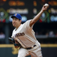 Mariners starter Yusei Kikuchi pitches against the Diamondbacks during the third inning in Seattle on Sunday. | USA TODAY / VIA REUTERS